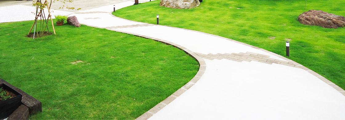 家と庭を魅力的にする遊び心のある曲線美